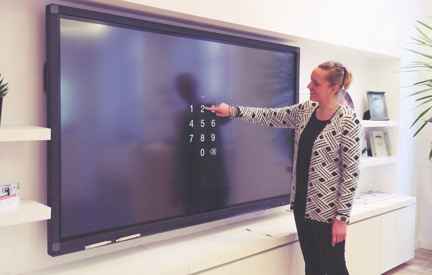 grand modèle d'écran interactif